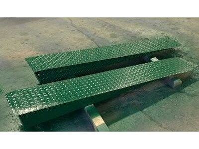 SHIPPING CONTAINERS 6ft car ramp set