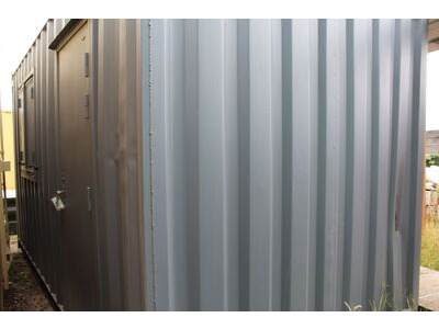 SHIPPING CONTAINERS 20ft S2 end doors, personnel door and window HL6